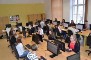 Počítačová učebna s žáky Obchodní akademie střední škola Prostějov