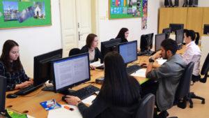 Žáci v počítačové učebně Obchodní akademie střední škola Prostějov