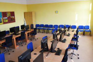 Počítačová učebna prázdná Obchodní akademie střední škola Prostějov